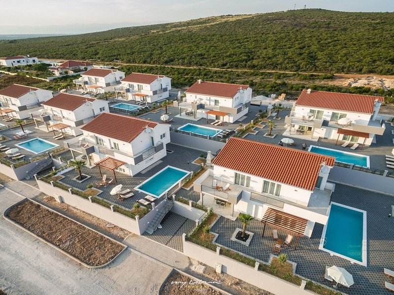 Modern family villa with pool near Zadar, vacation rental in Sukosan