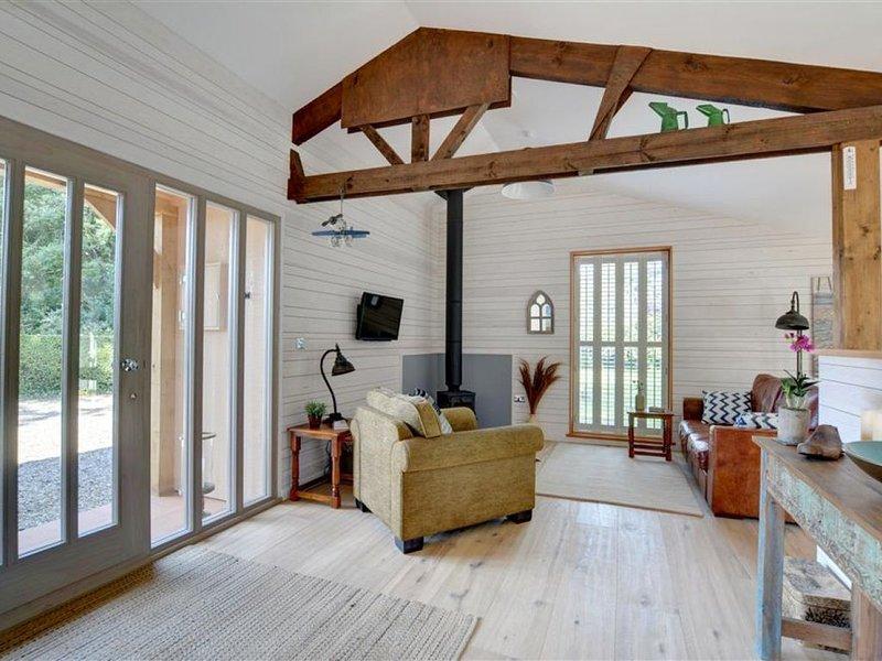 The Hideaway - One Bedroom House, Sleeps 2, casa vacanza a Goodnestone
