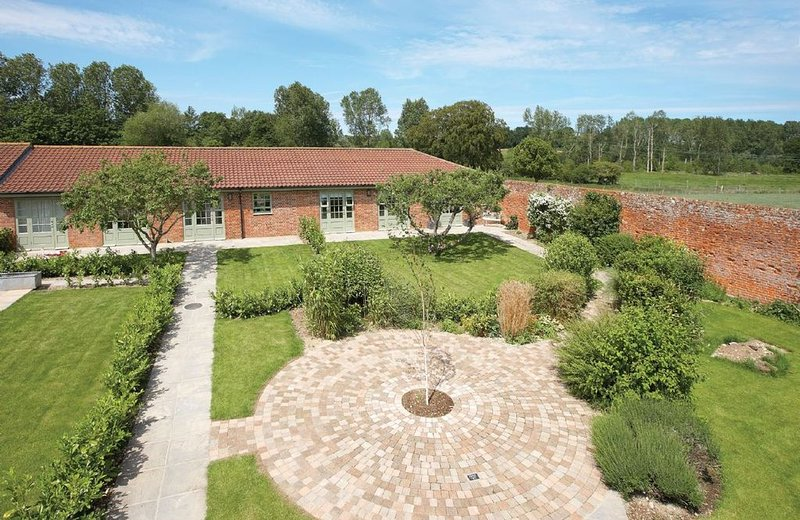 Apple Tree Cottage is in the grounds of The Old Vicarage near Little Walsingham., location de vacances à Walsingham
