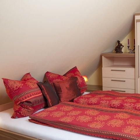 Liebevoll eingerichtete Dachgeschosswohnung (31qm) für 2 Personen, vacation rental in Burgpreppach