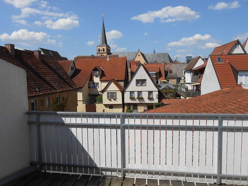 Ferienwohnung mit riesigen Balkon und Blick auf die Stadtpfarrkirche, location de vacances à Schollbrunn