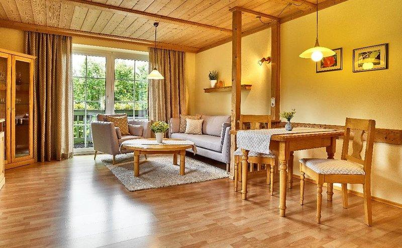 Modern eingerichtete 49 qm Wohnung in der Glasstadt Frauenau, holiday rental in Susice