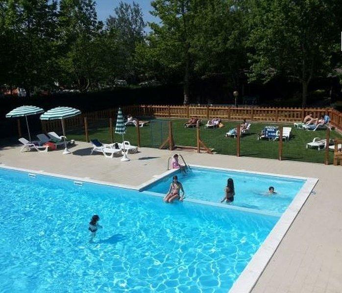 Ferienhaus - 6 Personen*, 30m² Wohnfläche, 2 Schlafzimmer, Garten, Internetzuga, aluguéis de temporada em Lido delle Nazioni