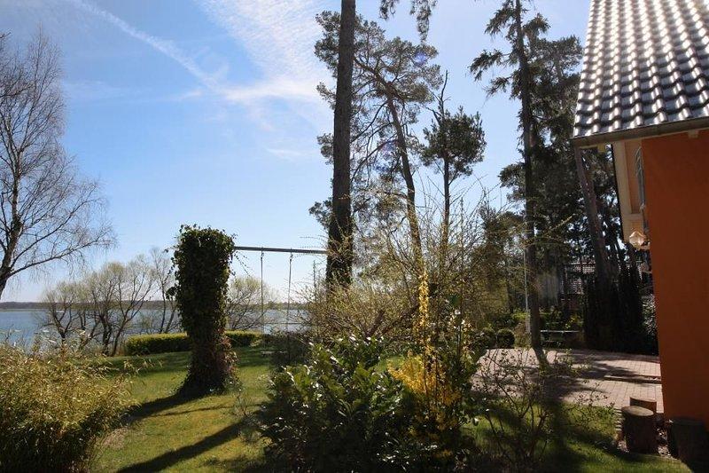 12 - familienfreundliches Ferienhaus mit grossem Garten und Seeblick, holiday rental in Gotthun