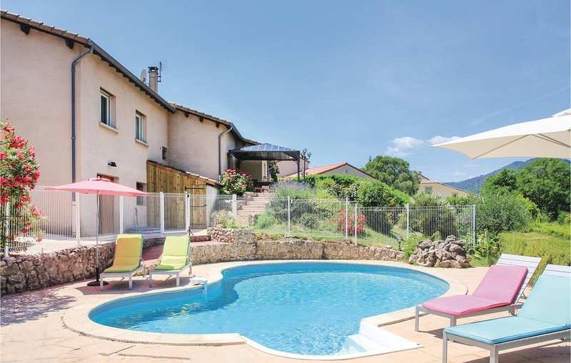 5 Zimmer Unterkunft in St Fortunat s/Eyrieux, vacation rental in Coux