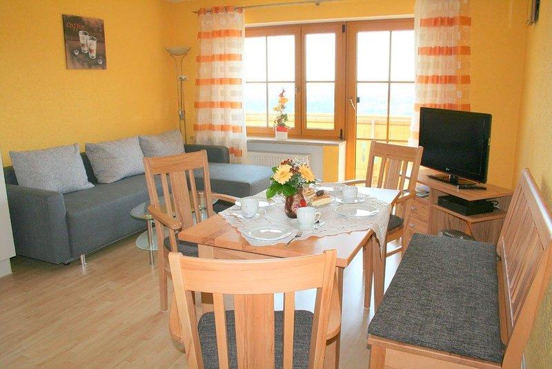 Traumhafte 4-Sterne Ferienwohnung mit großer Wohnküche, holiday rental in Deggendorf