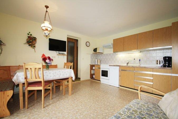 Ferienwohnung Zwiesel, 4 Personen + Kinderbett, 2 SZ, Balkon mit Bergblick, 50 q, holiday rental in Kastl