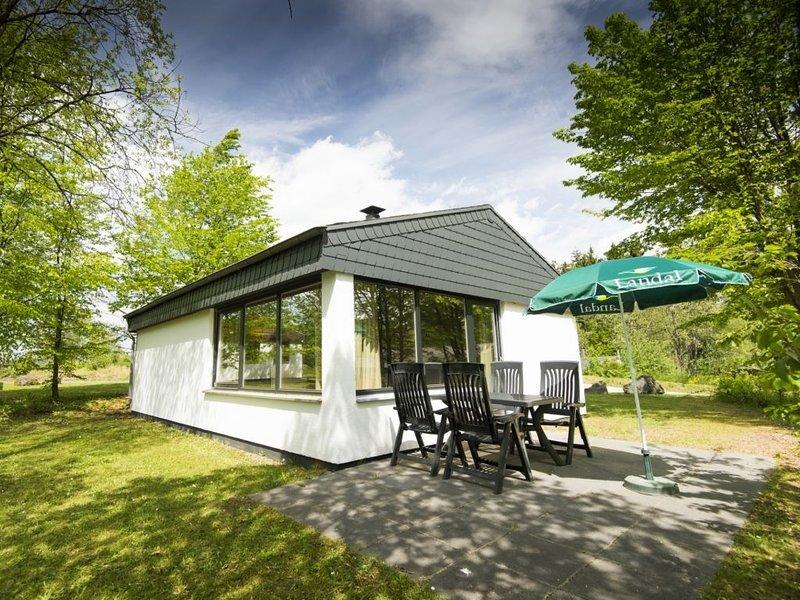 Komfort 4-Personen-Ferienhaus im Ferienpark Landal Wirfttal, holiday rental in Birgel