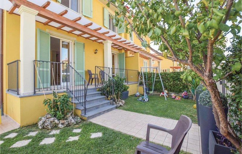 3 Zimmer Unterkunft in Capezzano Pianore LU, holiday rental in Capezzano Pianore