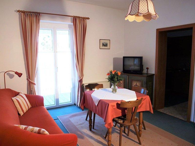 Wohnung UNTERSBERG: 1 1/2-Zimmer-Appartement für 1-2 Personen, glasüberdachter B, holiday rental in Bad Reichenhall