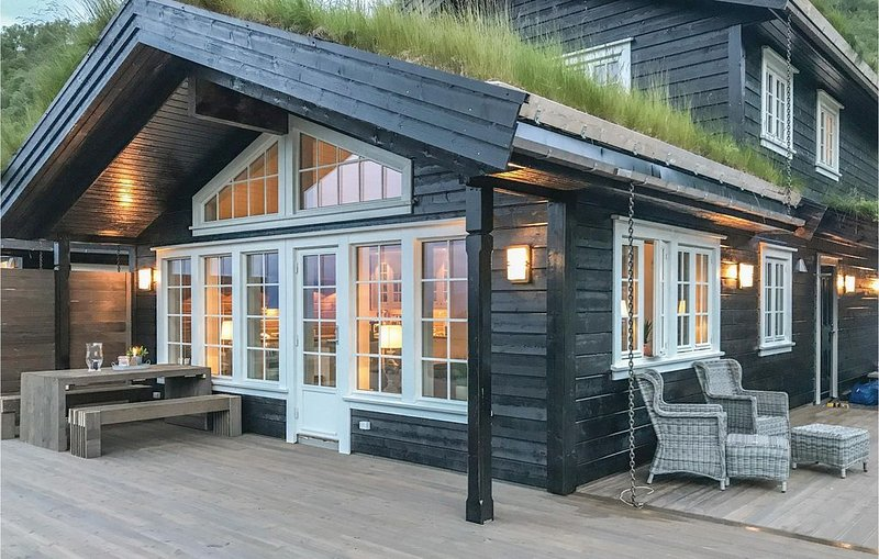 4 Zimmer Unterkunft in Stranda, holiday rental in Valldal