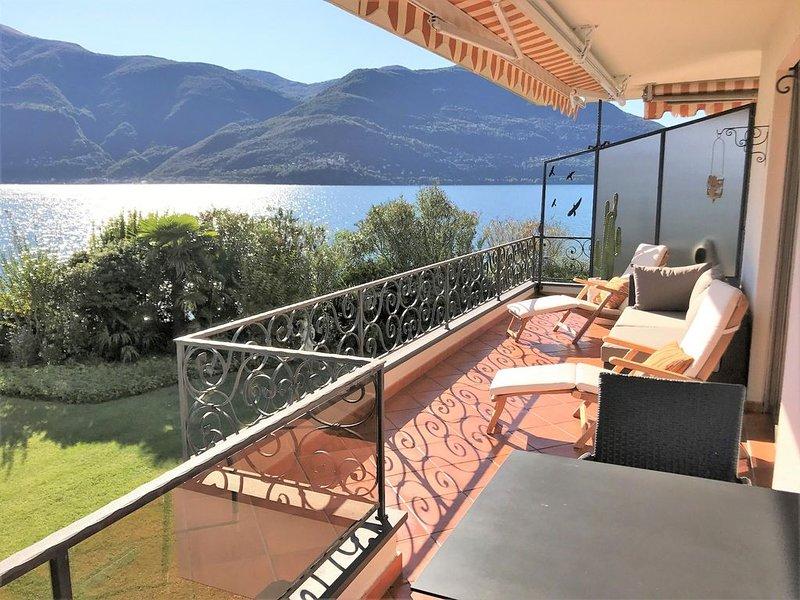 Ferienwohnung am Ufer des Lago Maggiore, grosse Terrasse mit Seeblick, Seezugang, casa vacanza a Lago Maggiore
