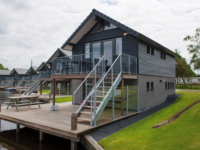 Komfort 6-Personen-Unterkunft im Ferienpark Landal Waterpark Sneekermeer, vacation rental in Oudehaske