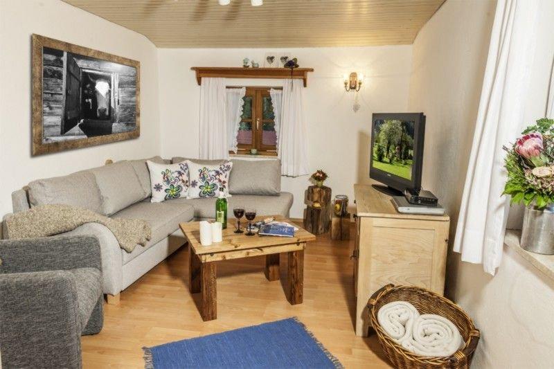 Fewo -2- (65qm), Balkon, Küche, 1 Schlaf- und 1 Wohn-/Schlafz., WLAN, max 2 Pers, holiday rental in Ruhpolding