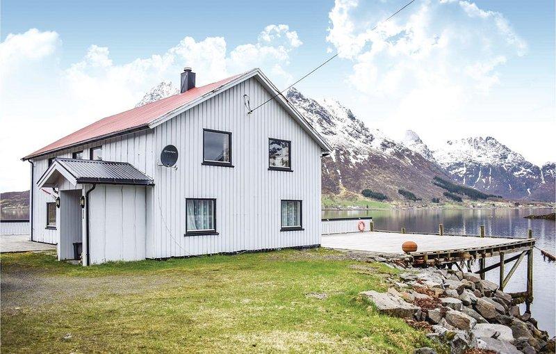 3 Zimmer Unterkunft in Svolvær, holiday rental in Laupstad