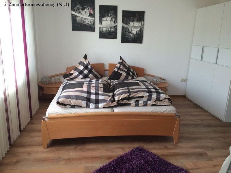 3-Zimmerferienwohnung, 70qm mit 2 Schlafräume und Balkon für max. 4 Personen, vacation rental in Stockach