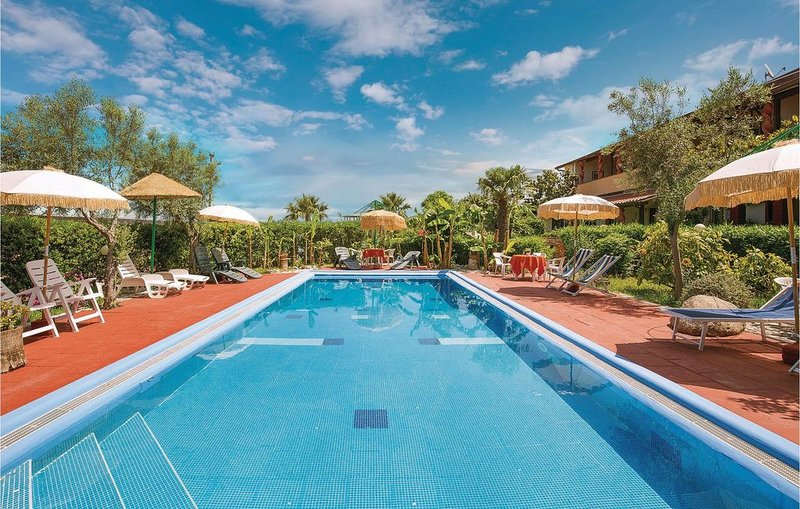 1 Zimmer Unterkunft in Ricadi VV, vacation rental in San Nicolo