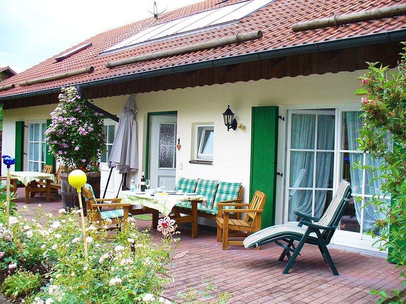 Ferienwohnung 70qm | Komfortable FeWo (70qm) mit kostenlosem WLAN, vacation rental in Eggenfelden