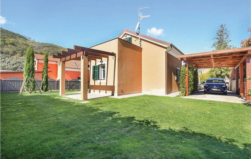 3 Zimmer Unterkunft in Cisano sul Neva, vacation rental in Erli