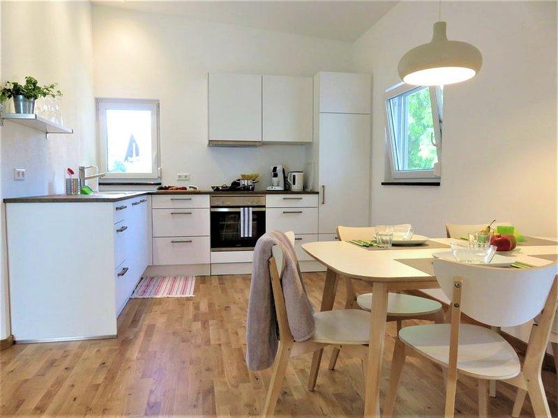 Ferienwohnung 'Happy', 57qm, Balkon, 2 Schlafzimmer, max. 4 Personen, vacation rental in Endingen