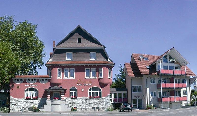 Einzelzimmer mit 12qm, Dusche und WC und kostenfreiem WLAN, holiday rental in Steckborn