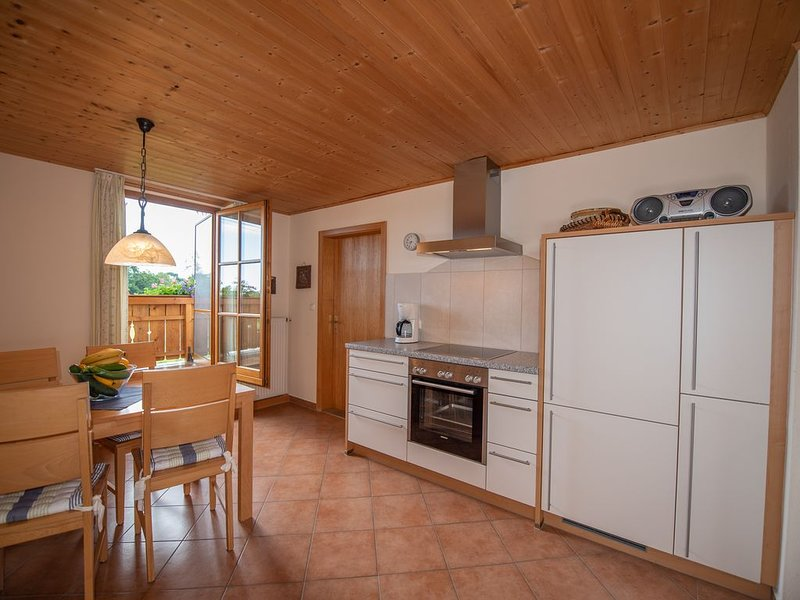 Ferienwohnung Nr. 3 mit Balkon, 65 qm, location de vacances à Trostberg an der Alz