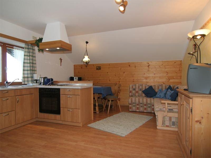 Ferienwohnung Heuberg, bis 4 Personen, 55 qm, 2. OG, 2 sep. Schlafzimmer, vakantiewoning in Fischbachau