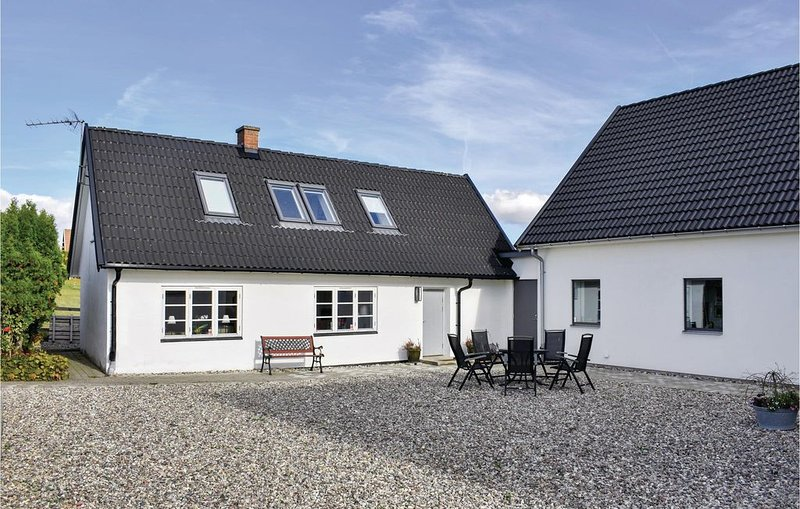 2 Zimmer Unterkunft in Ystad, vacation rental in Svedala