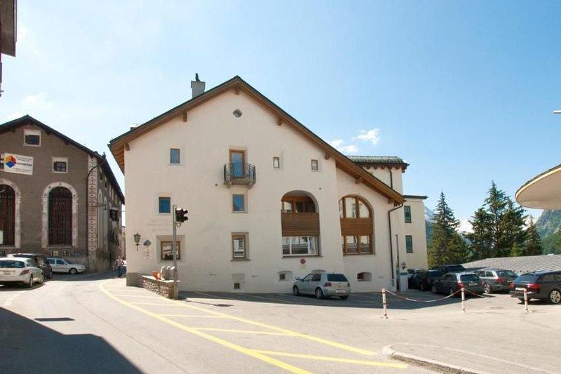 Ferienwohnung Pontresina für 4 - 5 Personen mit 2 Schlafzimmern - Ferienwohnung, holiday rental in Pontresina