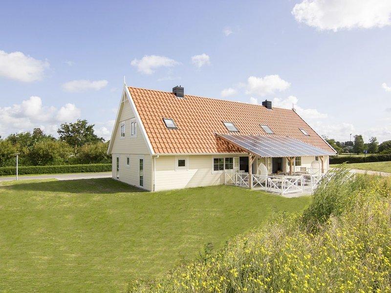 Luxus 22-Personen-Ferienhaus im Ferienpark Landal Beach Resort Ooghduyne, holiday rental in Julianadorp