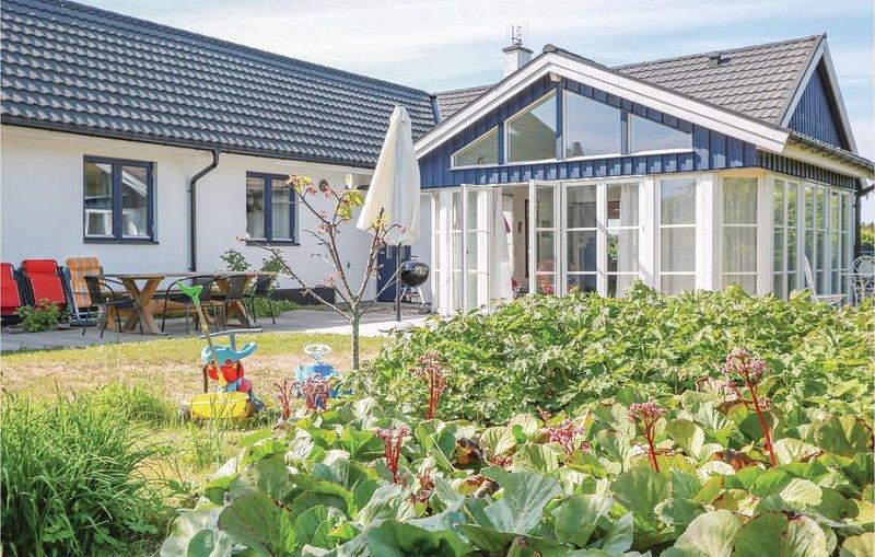 3 Zimmer Unterkunft in Ystad, vacation rental in Svedala