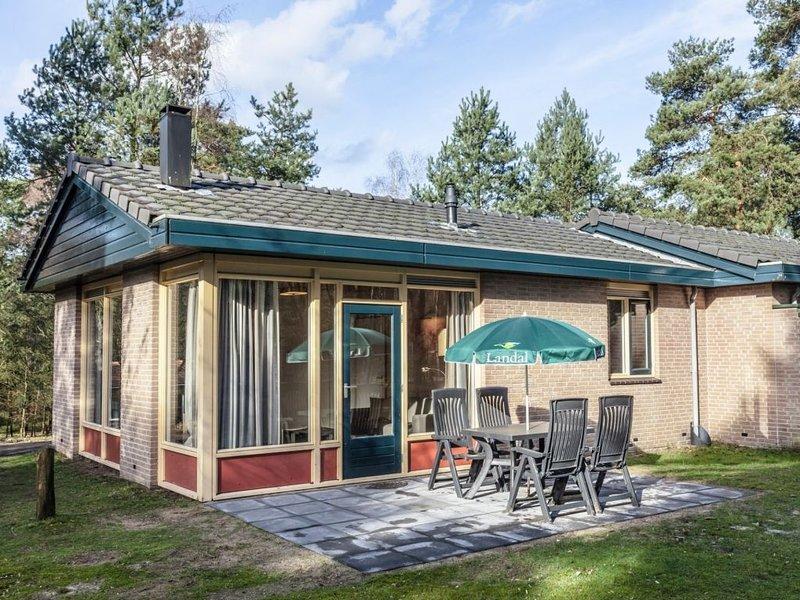Komfort 4-Personen-Ferienhaus im Ferienpark Landal Coldenhove - In waldreicher U, holiday rental in Klarenbeek