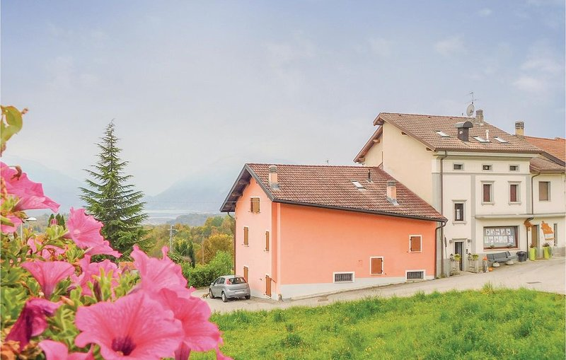 2 Zimmer Unterkunft in Torres Alpago (BL), vacation rental in Aviano