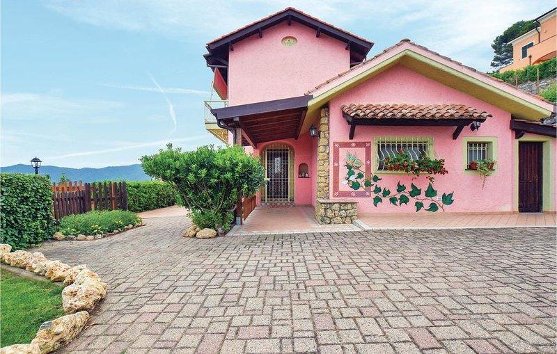 3 Zimmer Unterkunft in Villanova d'Albenga, vacation rental in Cisano sul Neva