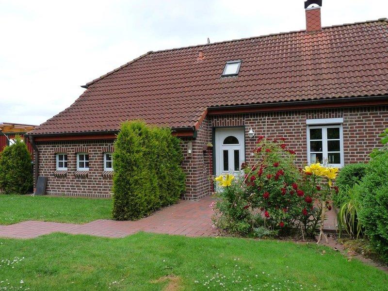 Dieses liebevoll und gemütlich eingerichtete 100 Jahre alte, grundsanierte Landh, holiday rental in Altfunnixsiel