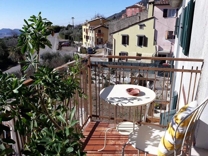 Appartamento  alle pendici del monte Baldo e vicino al lago di Garda, alquiler vacacional en Caprino Veronese