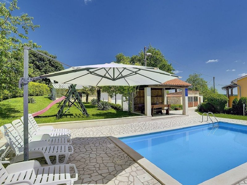 Sonnige Finca mit privatem Pool, Waschmaschine, Klima, WLAN, Terrasse, Garten, B, alquiler de vacaciones en Gracisce