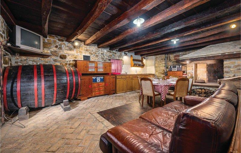 2 Zimmer Unterkunft in Marcenagla, holiday rental in Sovinjak