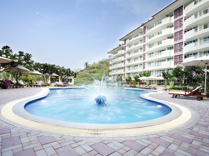 Hotel apartments with the best location in lush and tranquil surroundings, holiday rental in Khao Tao