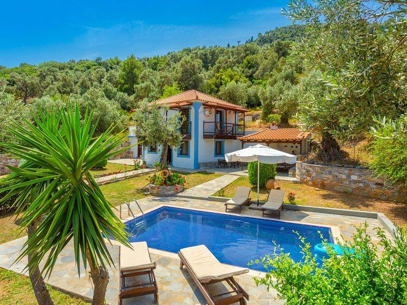 Villa Glysteri: Large Private Pool, Walk to Beach, A/C, vacation rental in Skopelos