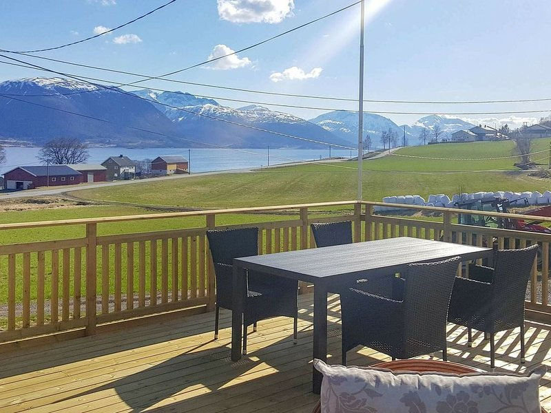 7 person holiday home in AVERØY, vacation rental in Eidsvag