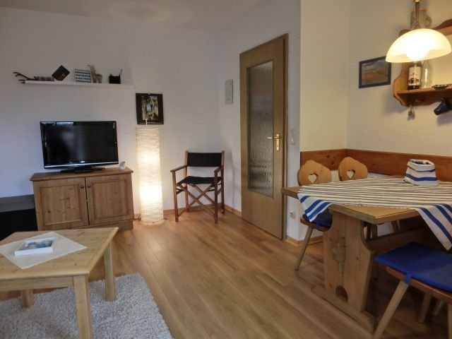 Ferienwohnung 4, im Erdgeschoss mit Seeblick, 1-2 Personen, 36qm, location de vacances à Trostberg an der Alz