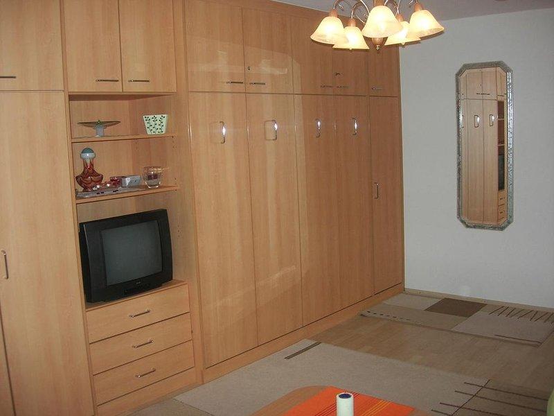 Appartement V | 30 qm großes geschmackvoll eingerichtetes Appartement für 1 - 2, holiday rental in Bad Fussing