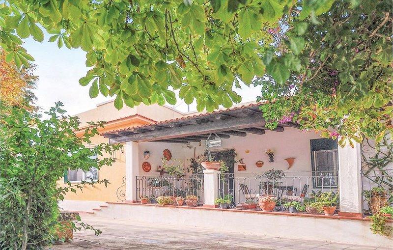 3 Zimmer Unterkunft in Pietraperzia, holiday rental in Mazzarino