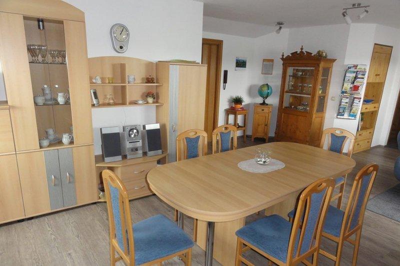 80qm Familienferienwohnung für bis zu 6 Personen mit 3 Schlafzimmern inkl. Kinde, location de vacances à Adelsried