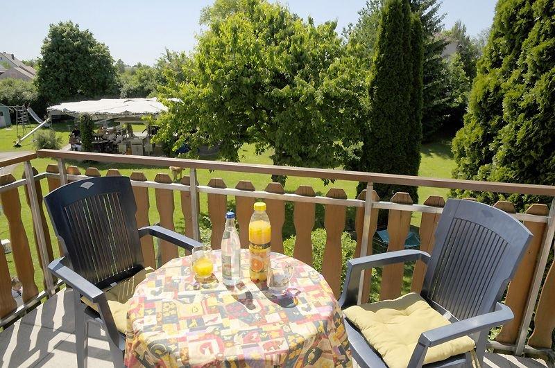 Ferienwohnung mit eigenem Balkon und vielen Tieren am Hof, vacation rental in Zandt