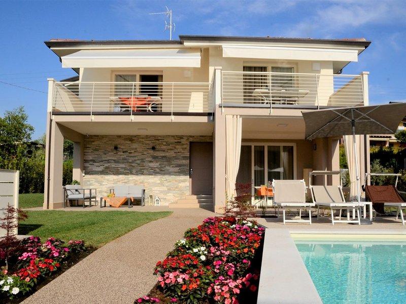 Appartamento di Charme 'MELOGRANO' con piscina a Lazise sul Lago di Garda., vacation rental in Cola
