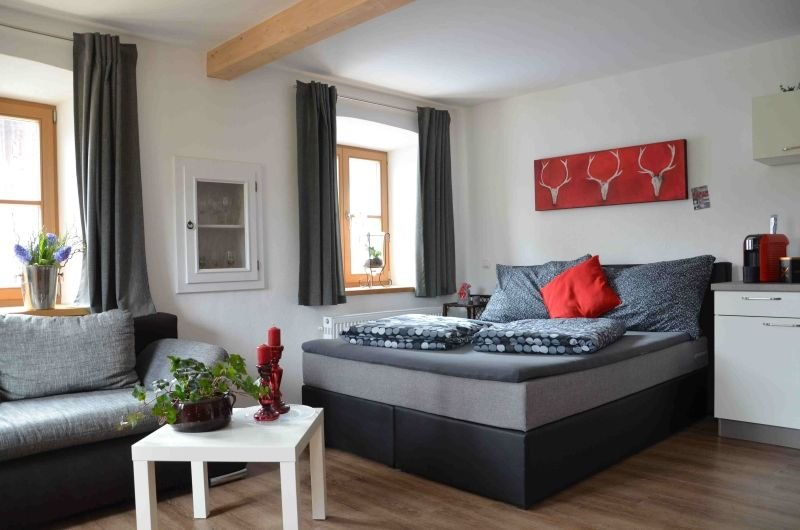 Amalie: 1-3 Pers., 33qm, Boxspringbett, WLAN, separater Garten mit Freisitz, EG, holiday rental in Kastl