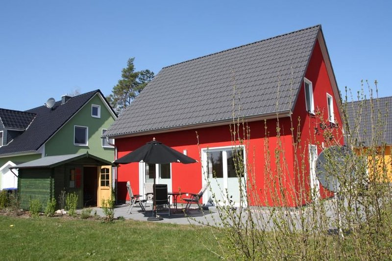 5 Sterne Ferienhaus mit Sauna, grossem Garten & direkt am See in Roebel/Mueritz, location de vacances à Roebel