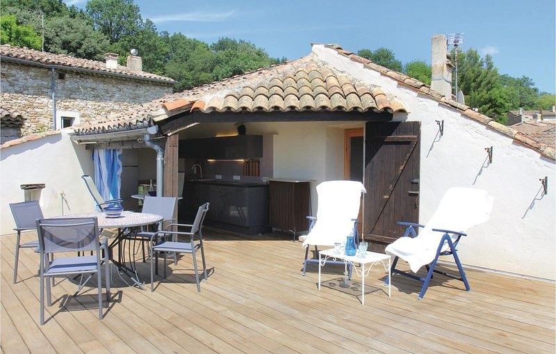 3 Zimmer Unterkunft in Manas, vacation rental in Puy-Saint-Martin